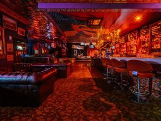 LazyBones Lounge Restaurant & Bar